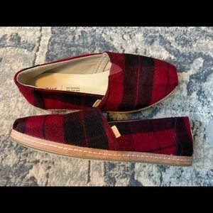 Red and black plaid Toms size 8 NEW